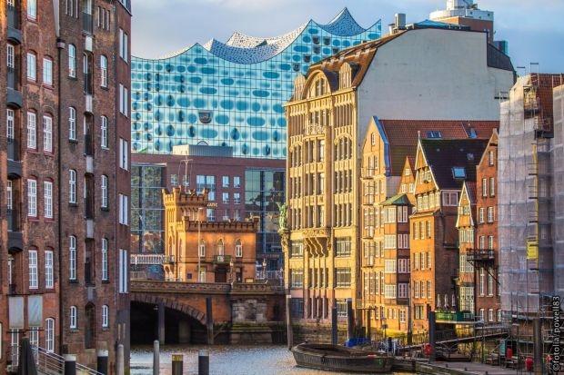 Hamburg: Historická štvrť bývalých skladov Speicherstadt a koncertná hala Elbphilharmonie