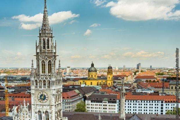 Pohled na Mnichov - radnice a kostel Theatinerkirche