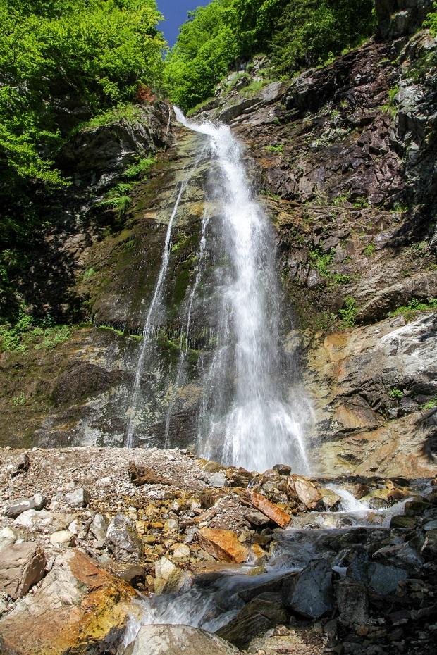 Jeden z najkrajších a najvyšších vodopádov Slovenska nájdete v Malej Fatre, v Šútovskej doline.